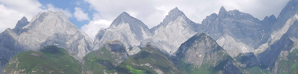 The peaks of Yulong Mountain (5596m elevation), seen from Upper Tiger Leaping Gorge